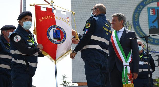 La medaglia d'oro affissa al labaro del Cb Club Enrico Mattei