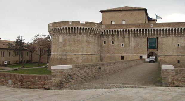 Rocca Roveresca di Senigallia, una pietra precipita da un torrione: momenti di paura - Corriere Adriatico