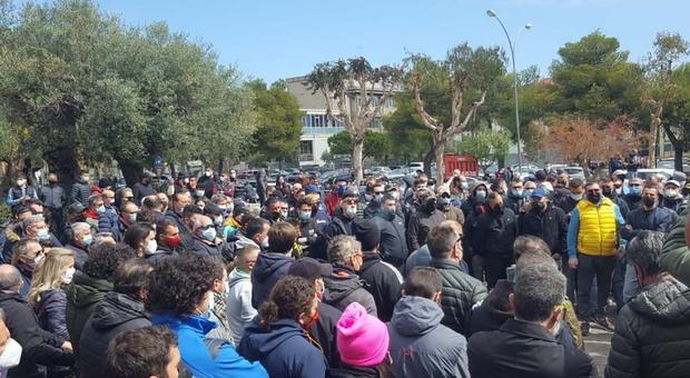 Sit-in non autorizzato di 100 tifosi della Samb davanti al Comune, scattano le denunce per assembramenti
