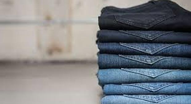 Rubati 7.000 paia di jeans