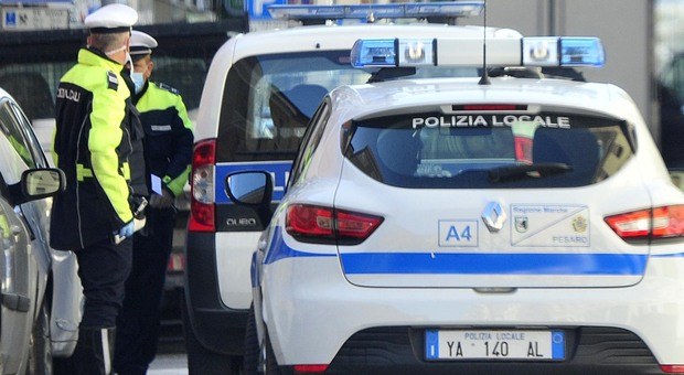 Pesaro, «Sconosciuto ha tentato di adescare un bimbo». Ma la denuncia non c'è: giallo nel quartiere
