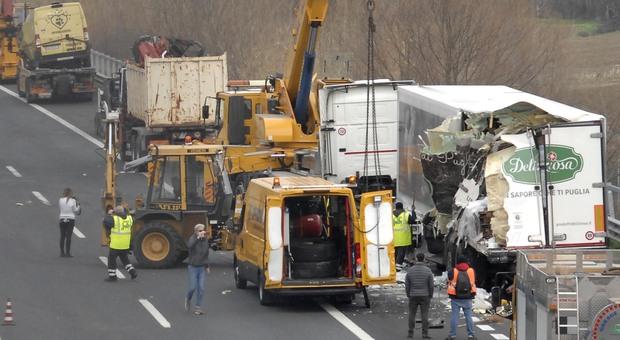 Terribile incidente sull'autostrada A14: due morti e una persona ferita