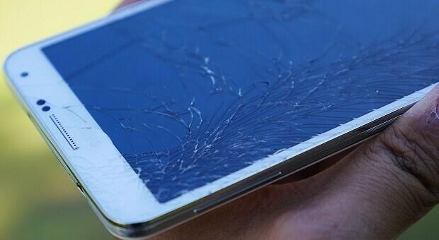 Sedicenne si uccide dopo aver rotto lo smartphone che gli permetteva di studiare on-line