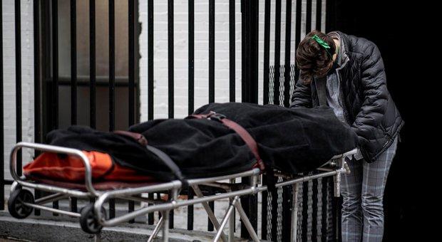 Coronavirus Usa, altri 2.500 morti in 24 ore: «Pronti ad autorizzare in emergenza l'uso del farmaco remdesivir»