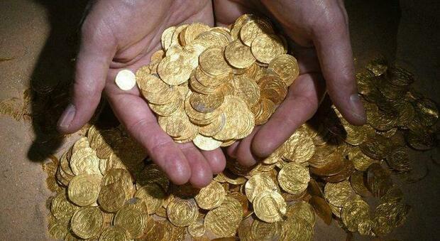Tesoro del '600 trovato durante il restauro di casa: l'incredibile scoperta di una coppia francese