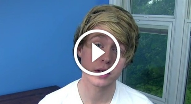 Famoso Youtuber arrestato: manipolava le fan minorenni per farsi mandare video hard -Guarda