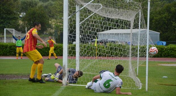 Un gol in occasione dell'ultimo derby Recanatese-Castelfidardo in campionato