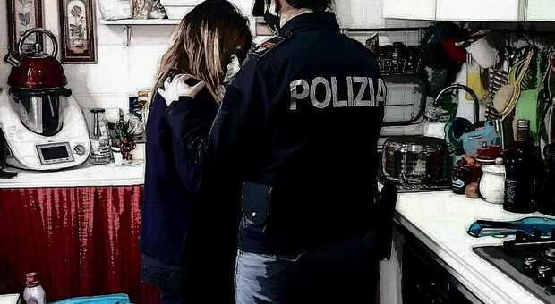 La polizia ha aiutato due donne in pericolo, due storie distinte di violenza