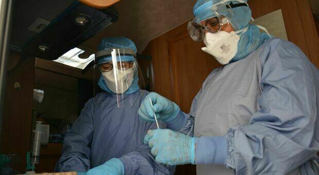 Coronavirus, soltanto tre nuovi positivi nelle Marche: pochi tamponi ma 3 province a quota zero