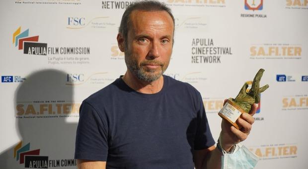 Paolo Consorti ha ritirato il premio come miglior regista per il film Anime Borboniche al Safiter Film festival internazionale del Salento
