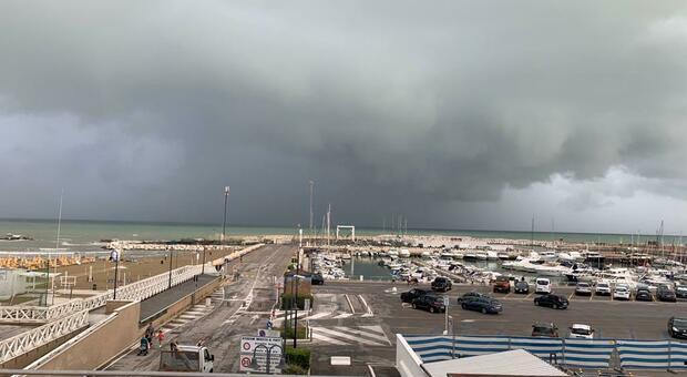 Un temporale nel litorale delle Marche