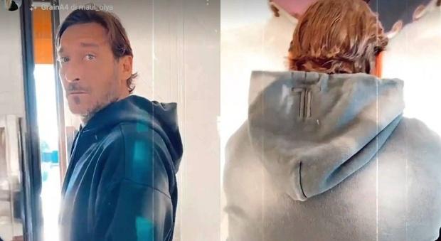 Francesco Totti, Ilary Blasi compie un gesto inaspettato. Lui va fuori di sé: «Basta»