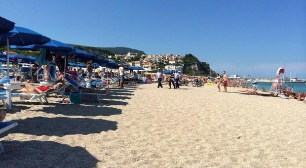 Stessa spiaggia, stesso mare. E stesse regole? Ecco cosa succede dal 15 maggio nelle Marche