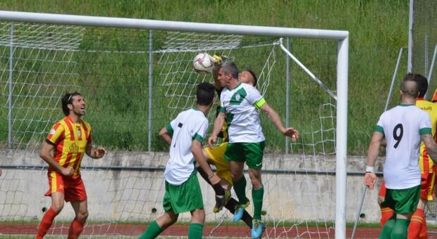 Un'occasione da rete durante una partita di Serie D