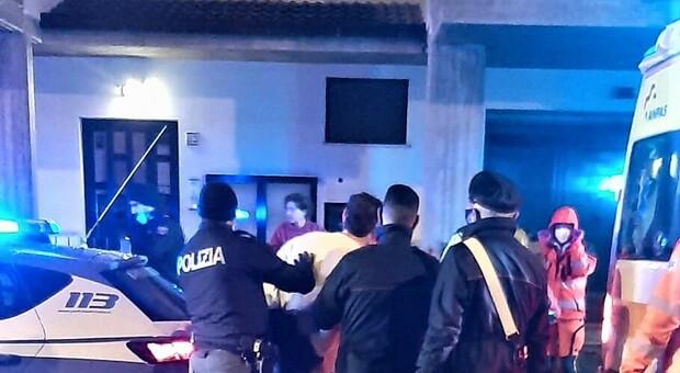 L'intervento della polizia a Fermo
