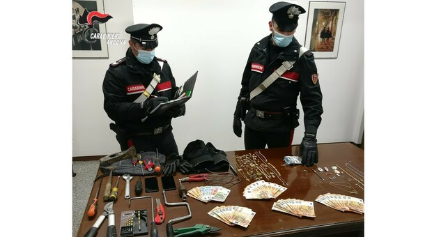 Furti in serie nelle abitazioni della Val Musone, sgominata la banda: quattro arresti