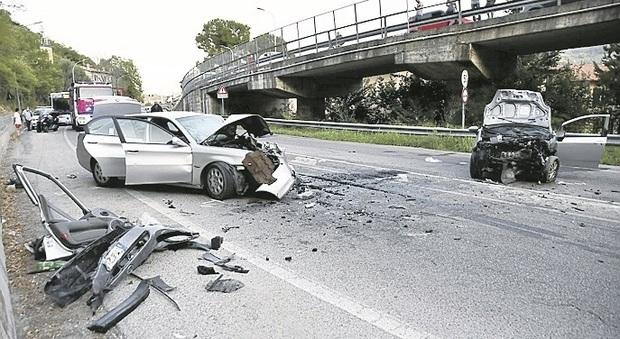 Ascoli, tremendo frontale sulla circonvallazione: arrestato uno dei conducenti, era ubriaco