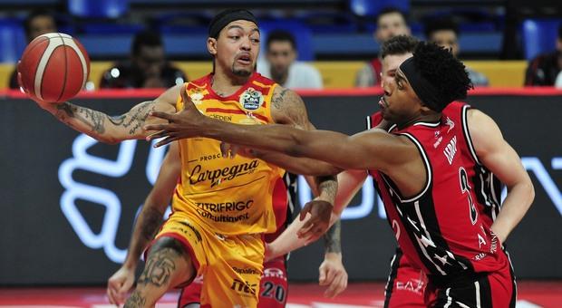 Robinson in azione durante Vuelle Pesaro-Olimpia Milano