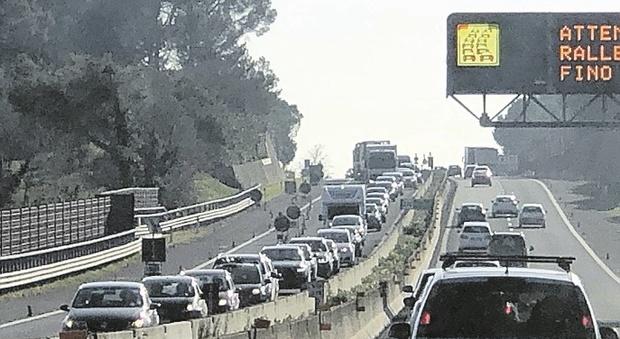 Lavori nella galleria e sull'autostrada A14 torna l'inferno: lunghe code e traffico in tilt