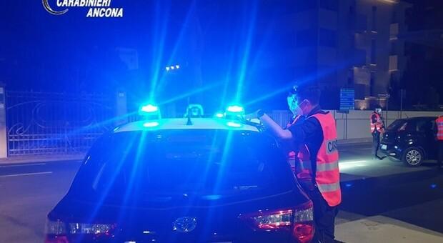 Controlli dei carabinieri sul lungomare Alighieri