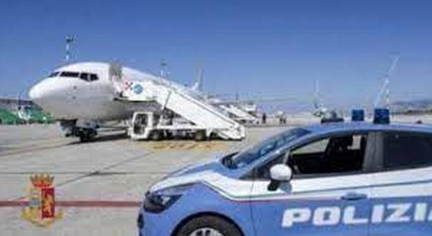 Stranieri irregolari sul territorio, la task force della polizia di Ancona e le espulsioni che continuano