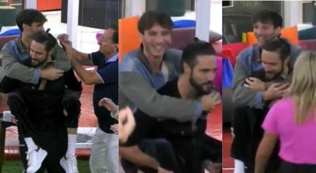 Gf Vip, Alex Belli prende sulle spalle Manuel Bortuzzo e lo porta a ballare: la scena commuove il web