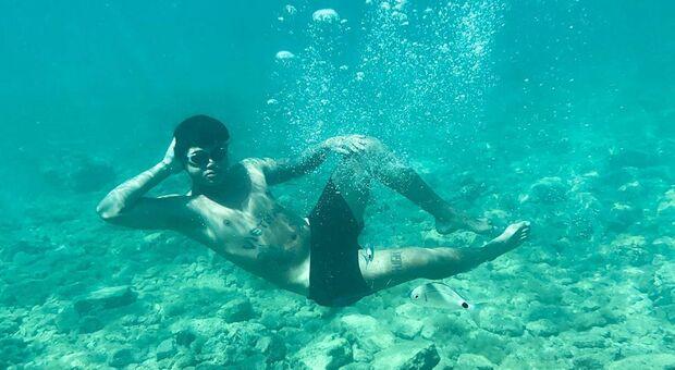 Mike Lennon, vacanze in Croazia e natiche in bella vista per il rapper di origini vietnamite
