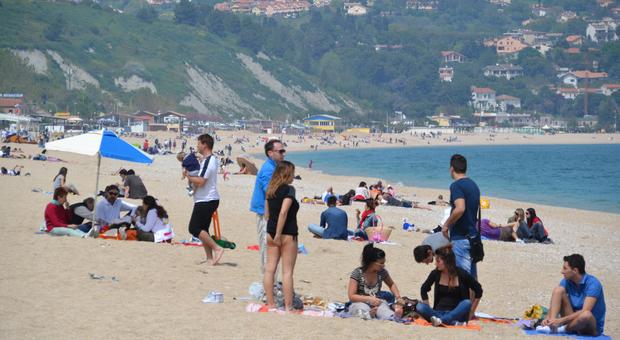 Turismo, i protocolli condivisi insieme a Emilia Romagna e Abruzzo: spiagge libere, tutti a due metri