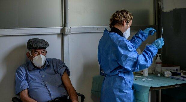 Medici di base, dal 15 marzo vaccinazioni in ambulatorio. Acquaroli: «Potremo contare su circa 1.200 professionisti»