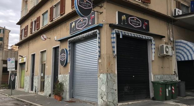 Il bar chiuso dalla polizia per assembramenti