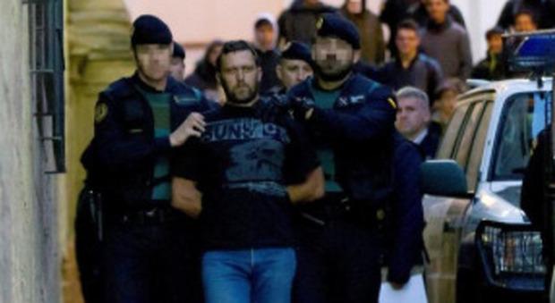 Igor il russo colpisce ancora, ferite cinque guardie in carcere con schegge di ceramica: «Uccidere non costa nulla»