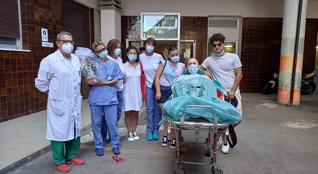 Angelo, l'incubo è finito: lascia Rianimazione anche l'ultimo paziente. Ma i primari: «Tenete alta la guardia»