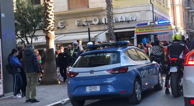 San Benedetto, colpiti alla testa da oggetti di legno lanciati da un balcone: uomo e donna all'ospedale. E' stato un bimbo?