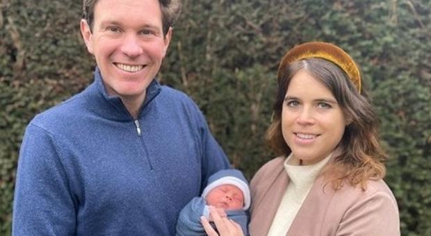 Eugenia di York e il marito presentano il piccolo August. Ecco quanto costa l'abito indossato dalla principessa