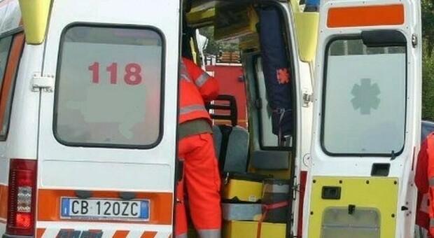 Sul posto è intervenuta l'ambulanza del 118