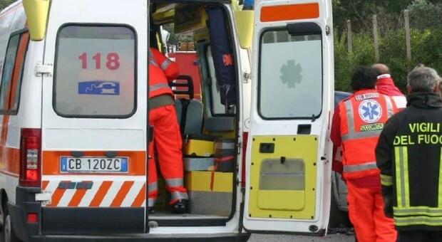 La donna è stata soccorsa da 118, Croce Gialla e vigili del fuoco