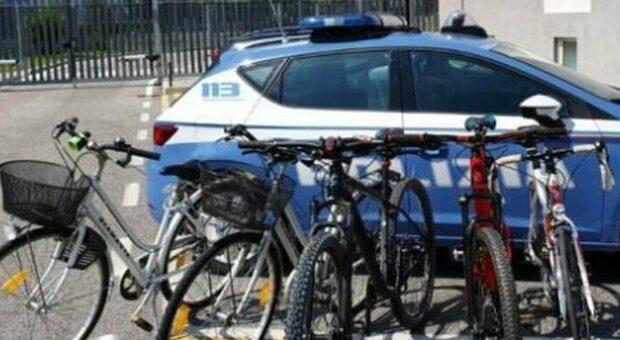 Ladri di biciclette, dopo gli incentivi dell'inverno è un'estate di furti: «Più attenzione a dove le lasciate»