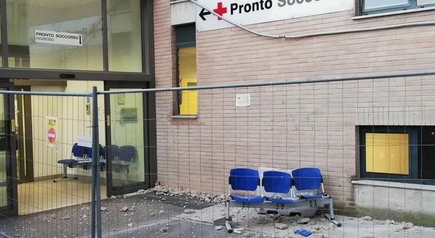 I mattoni caduti all'ospedale di Civitanova