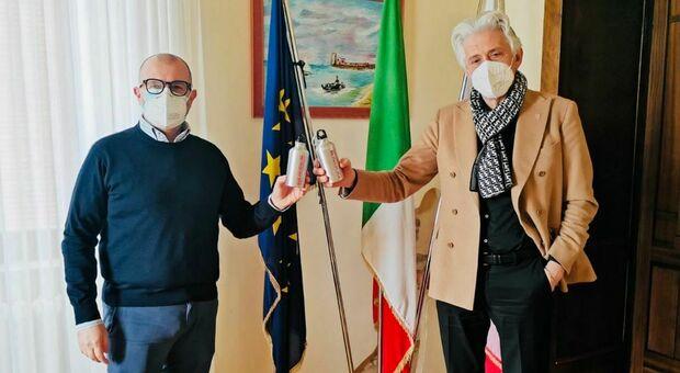 Da sinistra l'assessore Riccardo Sacchi e il sindaco Sandro Parcaroli