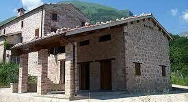 """Rifugio sui monti Sibillini, revocata la gestione: """"Quei giovani hanno lasciato il lavoro per seguirlo"""""""