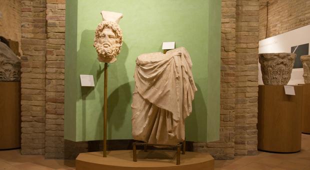 La statua del dio greco-egizio Serapide