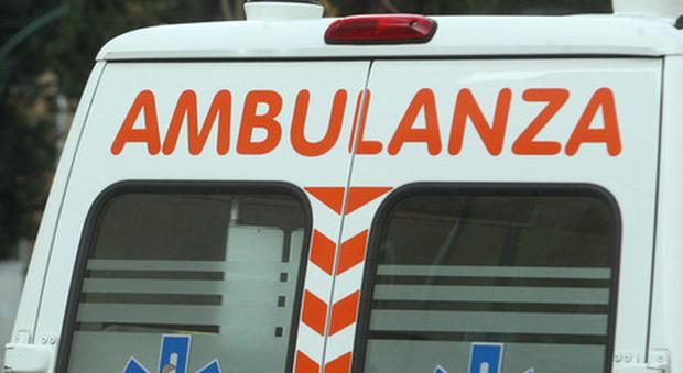 Cagliari, si uccide gettandosi dal quarto piano e sfiora una mamma con passeggino