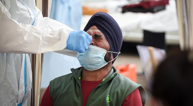 Variante indiana, il Regno Unito trema: casi raddoppianti. E accelera sui vaccini anche ai giovani
