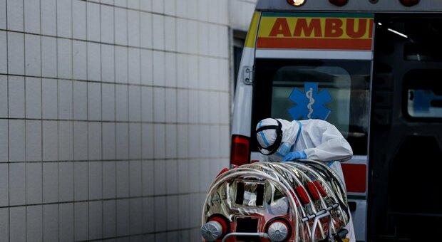 Coronavirus, un altro morto nelle Marche. I malati si aggravano: crescono ricoverati e terapie intensive
