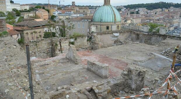 I reperti affiorati durante il restyling del Bar del Duomo