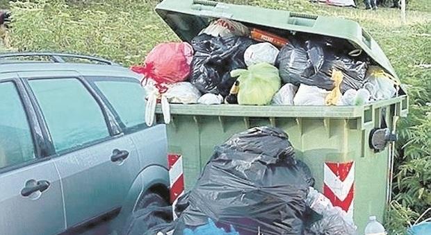 Frontone, week end da tutto esaurito sul Catria, ma ci sono anche gli incivili: rifiuti ovunque
