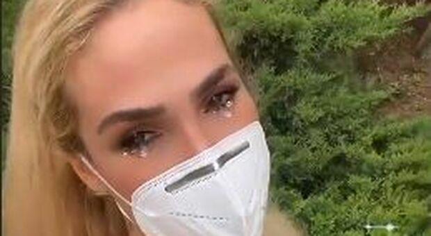 Francesco Totti e Ilary Blasi positivi al Covid: lei si riprende su Instagram con lacrime finte e mascherina