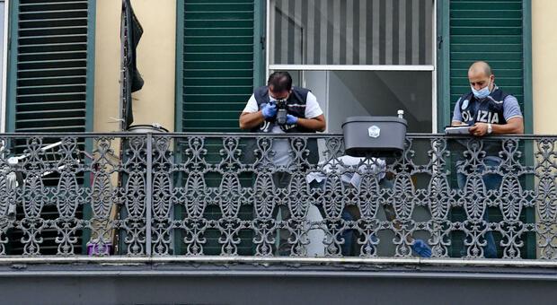 Napoli, bambino di 4 anni precipita dal balcone e muore sul colpo. Vicini di casa sconvolti