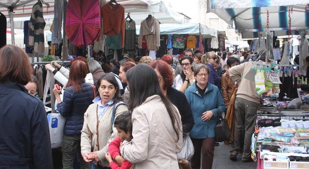Il mercato bisettimanale di piazza Arringo
