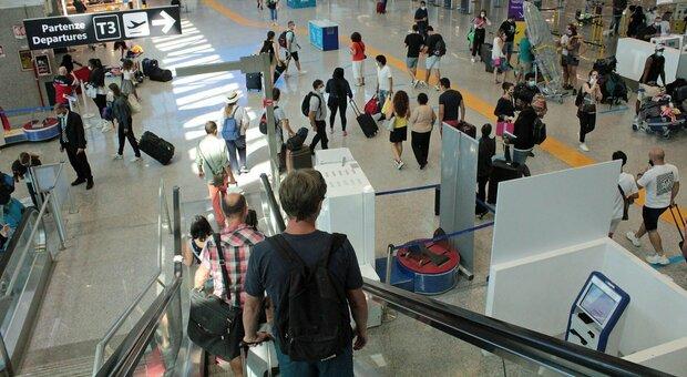 Grecia, allerta viaggi. Farnesina a 400 ragazzi: «Rischio sanitario, fate assicurazione privata»